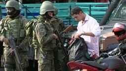 Forças Armadas fazem cerco à Rocinha junto com a polícia e procuram por traficantes