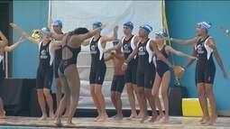 Craques mundias da natação dão aula para crianças de projetos sociais