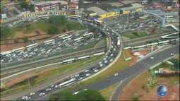 Trânsito fica congestionado após feriadão na região da LIP