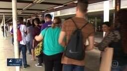 Oferta de 600 vagas de empregos atrai multidão em Santana, na Zona Leste