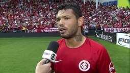 Carlos exalta elenco do Inter e agradece ajuda dos companheiros