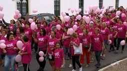 Mais de 1,5 mil pessoas participam de caminhada em apoio ao Outubro Rosa