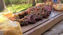 Aprenda a preparar churrasco com um molho especial