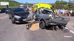 Homem morre em acidente grave com três carros na BR-101, na Serra, ES