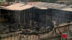 Empresa que pegou fogo em Vila Velha, ES, volta a ter focos de incêndio