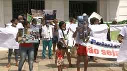 Famílias de Açailândia protestam em São Luís contra poluição de siderúrgicas