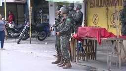 Exército faz operação na favela Nova Holanda, na Maré