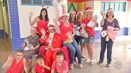 'Mamães Noéis' de Campo Grande entregam brinquedos reformados para crianças
