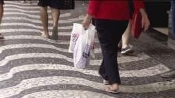 Compras de Natal aquecem o comércio de Santos