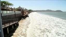 Mar está engolindo a faixa de areia em praias de Florianópolis