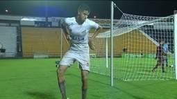 Gol do Santos! Kaique Rocha recebe na área, marca um belo gol e dança aos 31' do 2º tempo
