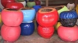 Comerciante de coco transforma sobras em artesanato