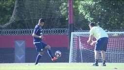 Recuperado de câncer, Ederson volta a treinar no Flamengo