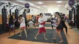Projeto Muay Thai Azul tem ajudado a vida de jovens