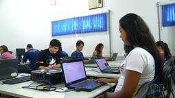 Pesquisa mostra que mais de 80% de escolas públicas do estado tem acesso à internet; enten