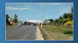 Transporte de carcaça de avião provoca congestionamento na região do aeroporto