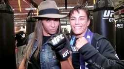 Craque Marta visita lutadora Jéssica Andrade, do UFC