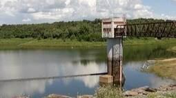 Chuvas melhoram nível da barragem de Juramento, mas população precisa seguir economizando