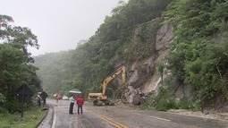 Mogi-Bertioga permanece interditada após deslizamento