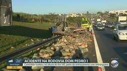 Caminhão tomba na Rodovia Dom Pedro,em Campinas, perto da Anhanguera