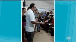 Médico comunica a pacientes que não serão atendidos por falta de medicamentos em Parnaíba