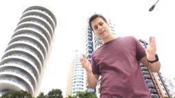 Leonardo Portiolli visitou o famoso prédio giratório de Curitiba