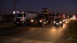 Caminhoneiros protestam contra aumento de combustível em rodovias na região de Sorocaba