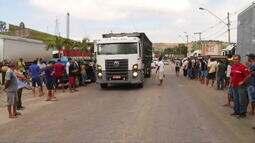 Caminhoneiros ainda continuam com paralização no trecho urbano da BR116, em Valadares