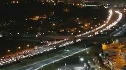 Caminhoneiros fazem protestos na rodovia Anhanguera