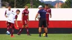 Jogadores do Atlético-GO se preparam para enfrentar o Oeste, em Goiânia