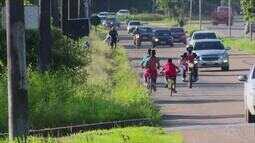 Em rodovia do Amapá, pedestres e ciclistas dividem espaço com veículos