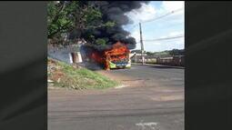 Ônibus é incendiado em Conceição das Alagoas/MG