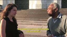Gilberto Gil ganha elogios de fã russa em Moscou