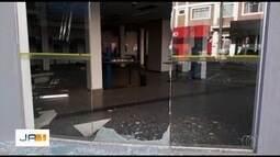 Criminos explodem caixa eletrônico em agência de Caldas Novas