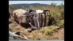 Homem morre após caminhão betoneira capotar na LMG-679, em Claro dos Poções