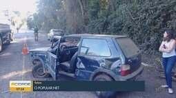 Carro bate em barranco na BR-460 em Carmo de Minas, MG