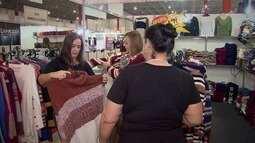 Feira de malhas reúne entidades assistenciais em Santos
