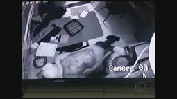 Câmeras de segurança registram roubo de cofre de padaria em Monte Alegre de Minas