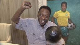 Pelé recebe fãs e homenagens no museu que leva seu nome