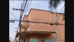 Obras no antigo Teatro Grande Otelo estão atrasadas em Uberlândia