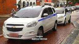 Dois homens assaltam taxista durante o dia em Cabo Frio, no RJ