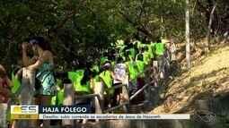 Moradores sobem escadarias correndo em desafio em Vitória