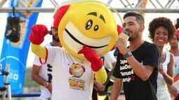Luanzinho Moares canta sua nova música, 'Vizinho', e se diverte com Zé Bocão