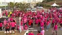 Grupo realiza caminhada em alusão ao Outubro Rosa em Natal