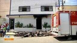 Fábrica pega fogo durante madrugada no bairro Quintino Cunha