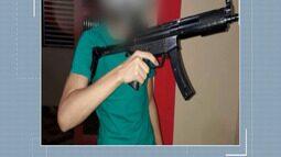 Polícia apreende simulacro de submetralhadora com adolescente em Cruzeiro do Sul