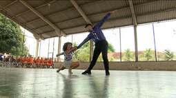 Bailarinos realizam apresentação especial no Hospital Nina Rodrigues