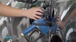 Preço da gasolina cai nas refinarias, mas não chega as bombas