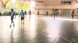 Encontro de gerações marcam presença na abertura do campeonato adulto de handebol, no AP