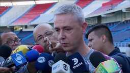 Todos os olhos para Tiago Nunes: técnico do Atlético-PR ganha destaque na campanha